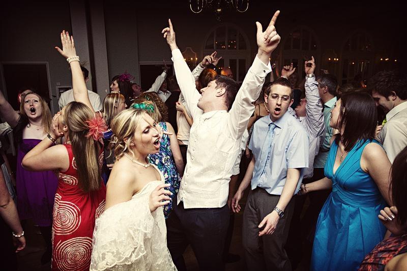 16-wedding-dancing
